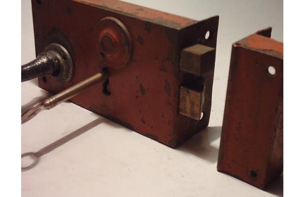 Reparaci n de cerraduras antiguas en barcelona - Llaves antiguas de puertas ...