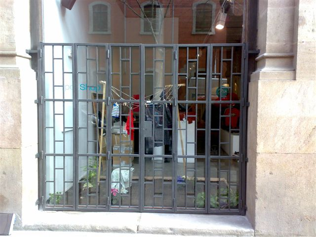 Rejas antirrobo para halconeras y puertas de vivienda o - Puertas para viviendas ...